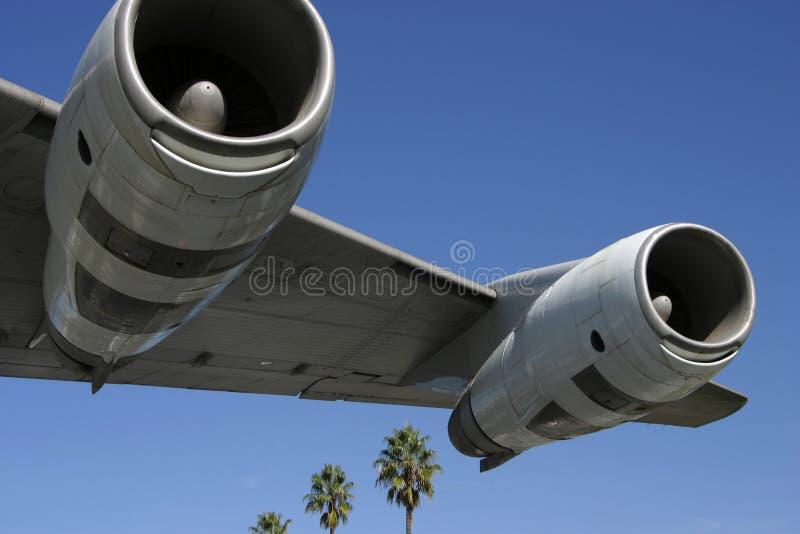 Düsentriebwerke und Palmen 2 lizenzfreies stockfoto