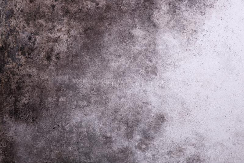 Düstere graue Wand mit Form stockfoto