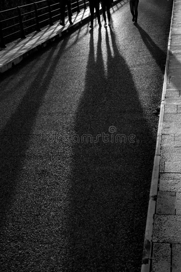 Dłudzy wieczór cienie cztery persons chodzić obrazy stock