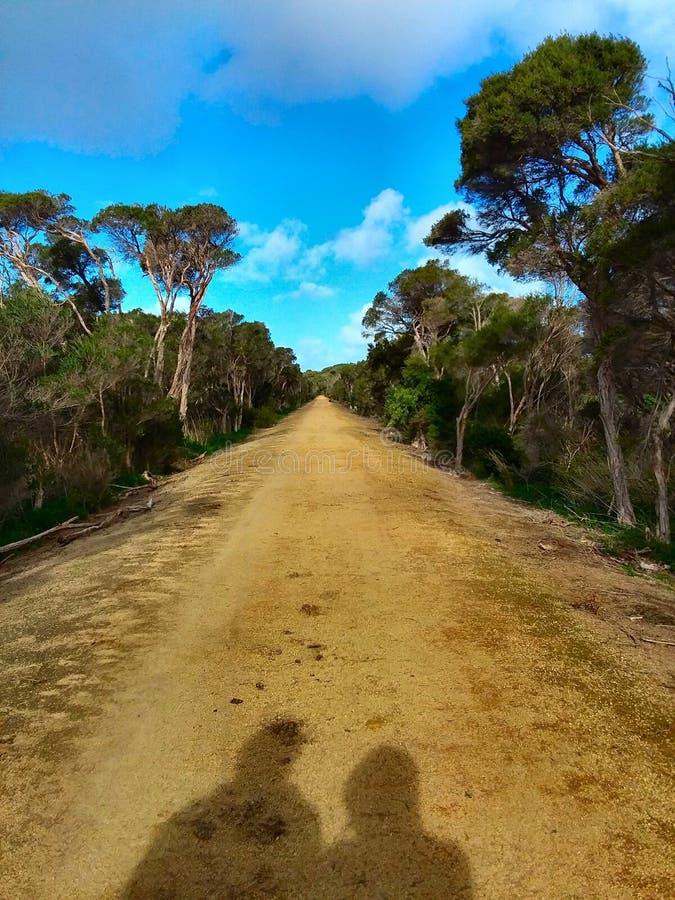 Długa żwir droga naprzód zdjęcie royalty free