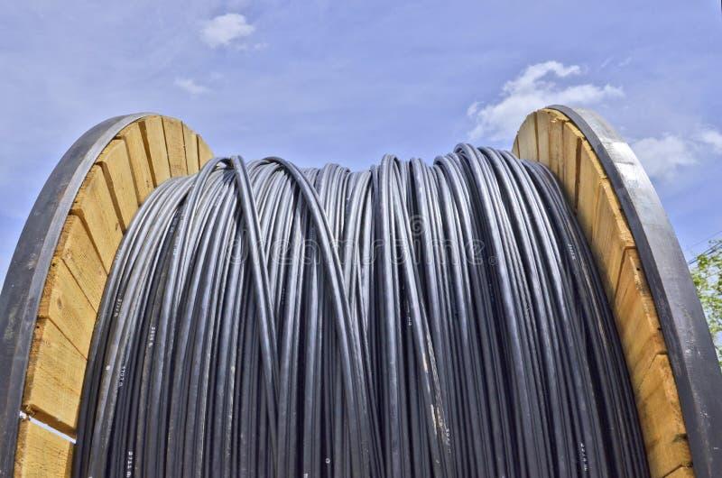 Długa elektryczna kablowa rolka obraz royalty free