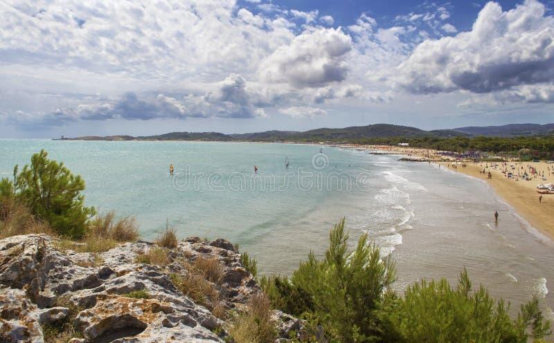 Długa plaża Vieste, Gargano, Apulia - obrazy stock