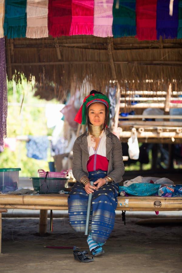 Długa szyi dama Kayan, Czerwony Karen (Karenni) zdjęcie royalty free