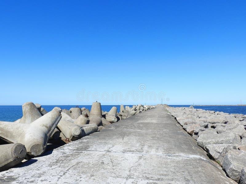 Długi molo iść w morzu bałtyckim, Lithuania obraz stock