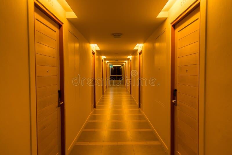 Długi przejście w hotelu Tajlandia zdjęcia stock