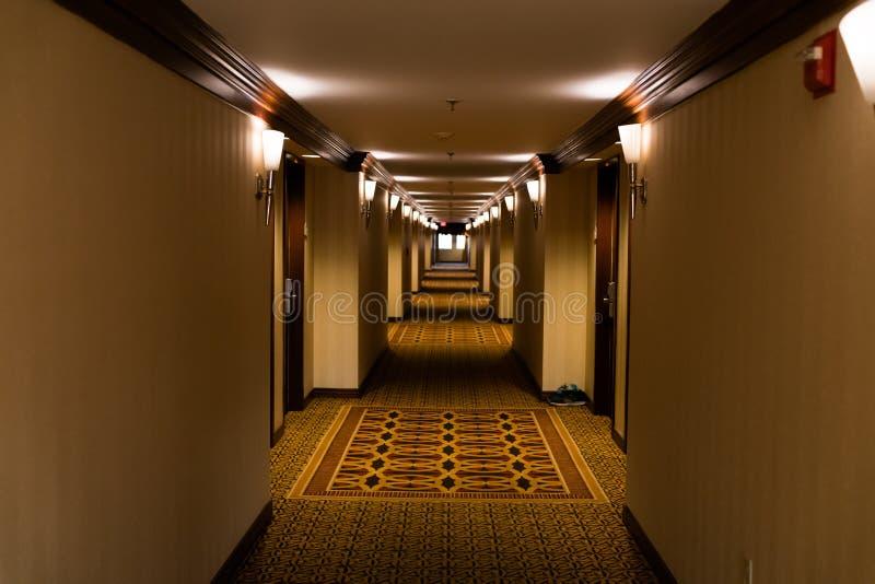 Długi straszny korytarz, perspektywa obrazy royalty free