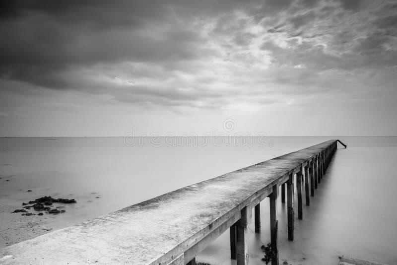 Długi ujawnienia Jetty w Czarnym & Białym fotografia royalty free