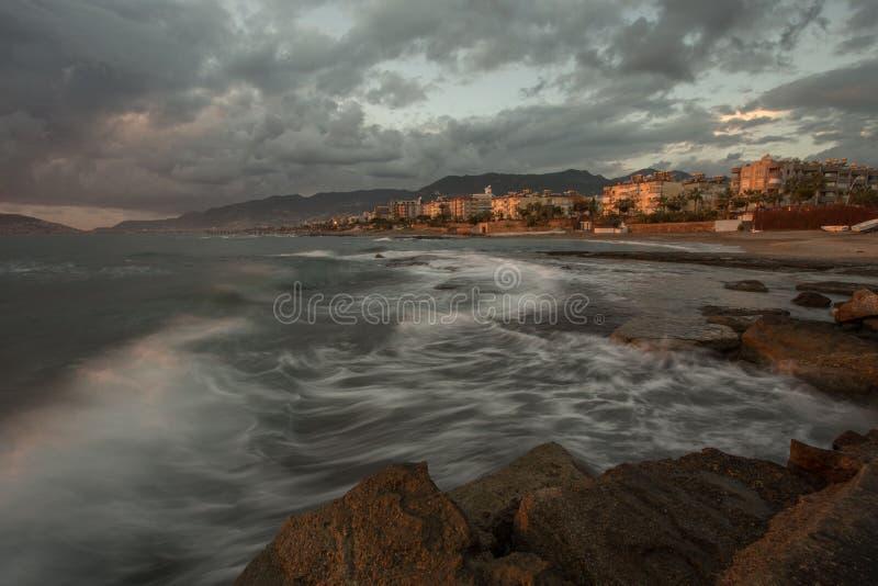 Długi ujawnienia seascape Śródziemnomorski grodzki Alanya fotografia stock
