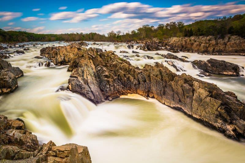 Długi ujawnienie gwałtowni w Potomac rzece przy Great Falls parkiem obrazy royalty free