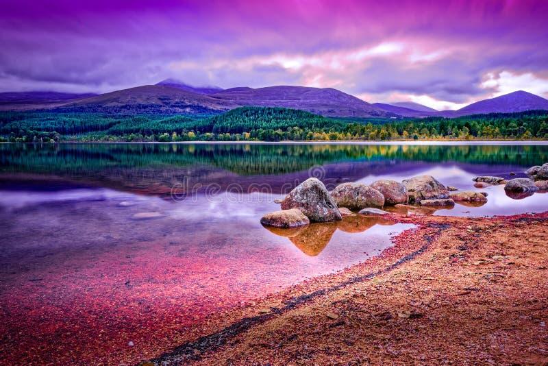 Długi ujawnienie krajobraz brać Loch Morlich, Aviemore zdjęcia royalty free