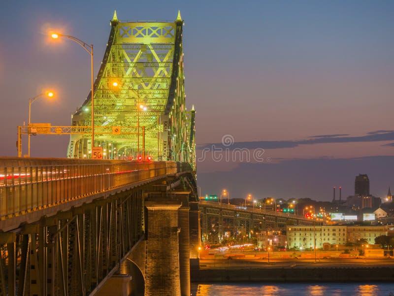 Długi ujawnienie strzał Jacques Cartier mosta iluminacja w Montreal, Quebec, Kanada obraz royalty free