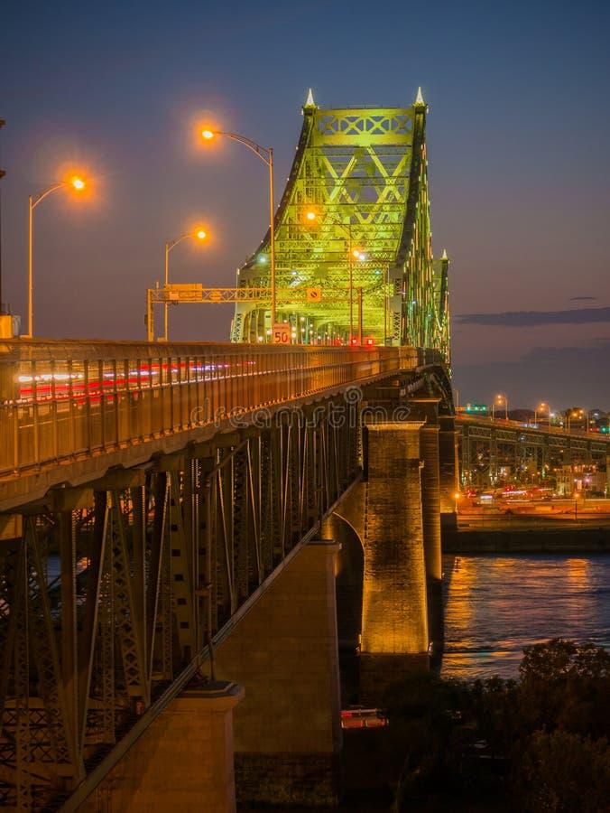 Długi ujawnienie strzał Jacques Cartier mosta iluminacja w Montreal, Quebec, Kanada obrazy stock