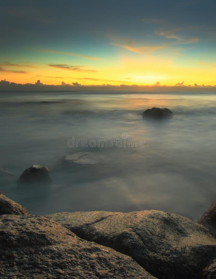 Długi ujawnienie strzału Seascape w ranku zdjęcia stock