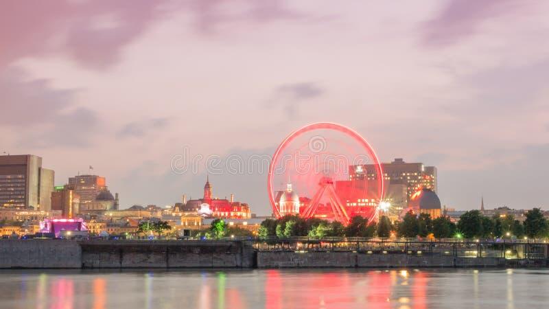 Długi ujawnienie strzelał - nocy miasta widok na starym porcie Montreal, Quebec, Kanada zdjęcia stock