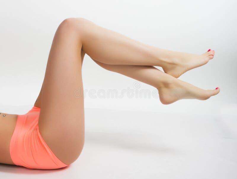 Długie piękne kobiet nogi piękna gładka skóra obrazy royalty free