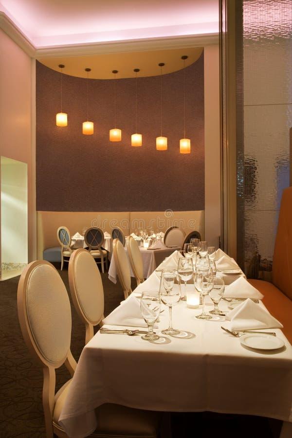 długo restauracja stół zdjęcia royalty free
