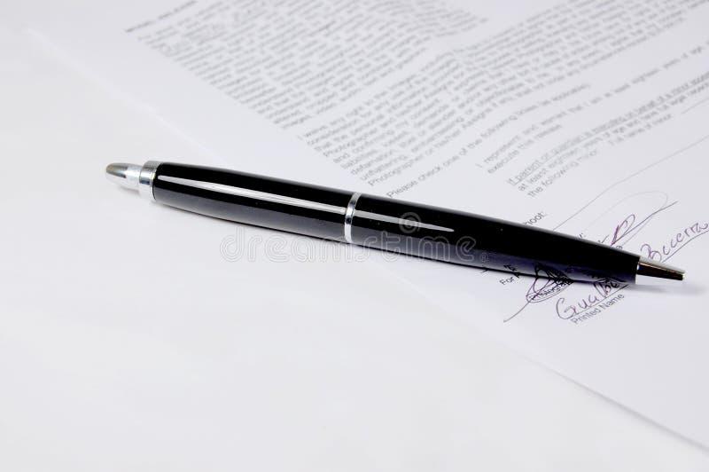długopis umowy fotografia stock