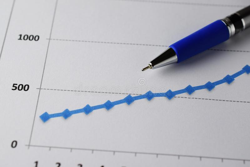 długopisy pozytywny przychodu wykresu zdjęcia royalty free