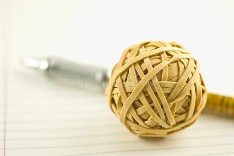 długopisy rubberband piłkę fotografia stock