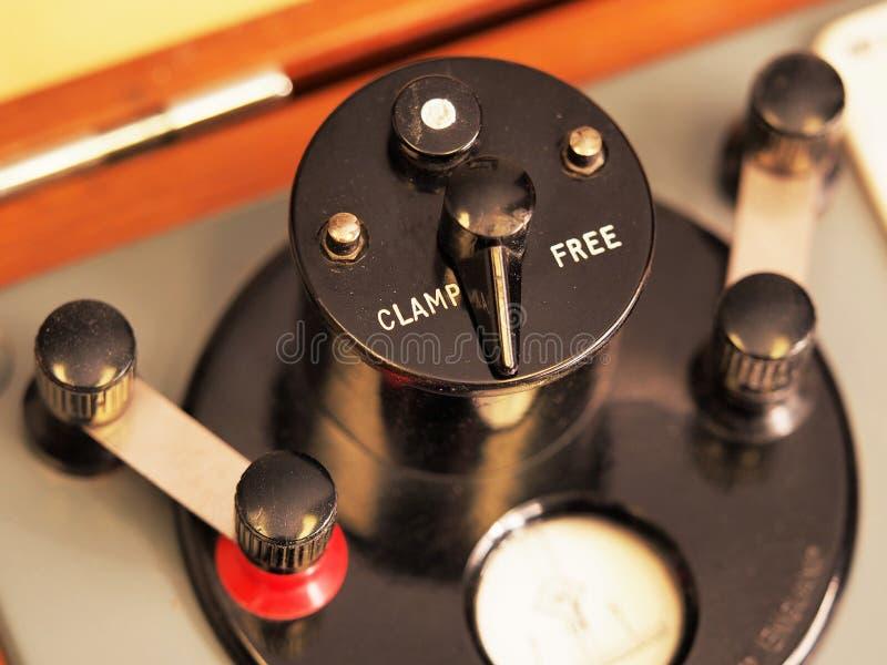 Dźwignia z kahatem i pozycje na historycznym próbnym instrumencie Swobodnie zdjęcia royalty free