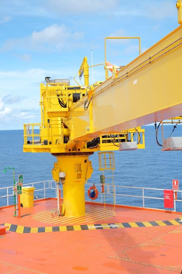 dźwigowa na morzu wellhead pilota platforma zdjęcia stock