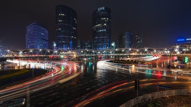 Dżdżysta nocy Jinsha rzeki droga fotografia stock