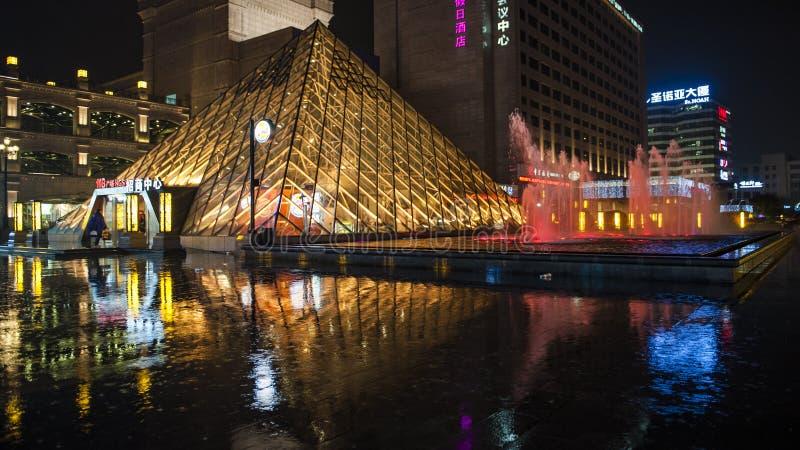 Dżdżysta nocy Jinsha rzeki droga zdjęcia royalty free