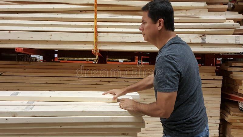 Dżentelmen stawia wpólnie stos drewniana stadnina zdjęcia royalty free