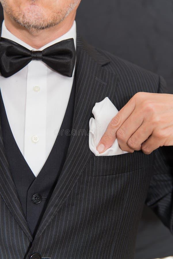 Dżentelmen W czarnych krawatów dylematów kieszeni kwadracie, Pionowo obrazy royalty free