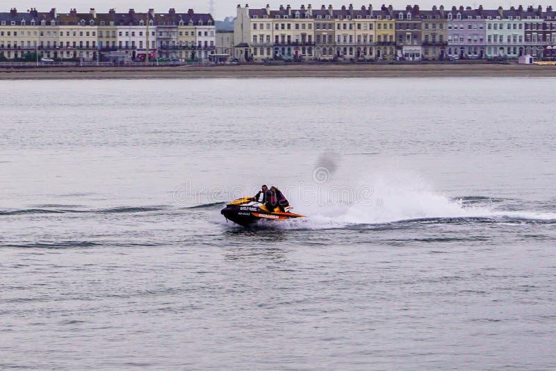 Dżetowa narta w akcji na Weymouth wodach zdjęcie royalty free