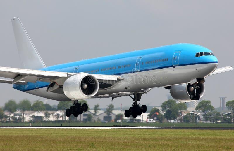 Dżetowego samolotu przybycie wewnątrz dla lądować obrazy stock