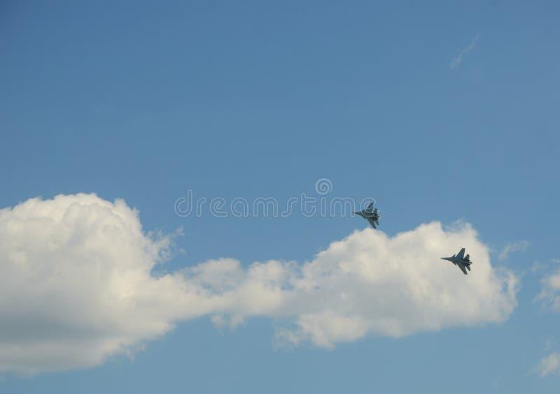 Dżetowych samolotów przedstawienia aerobatics przy pokazem lotniczym zdjęcie stock