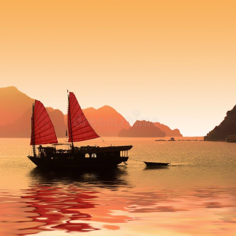 Dżonki łódź, Halong zatoka obraz royalty free