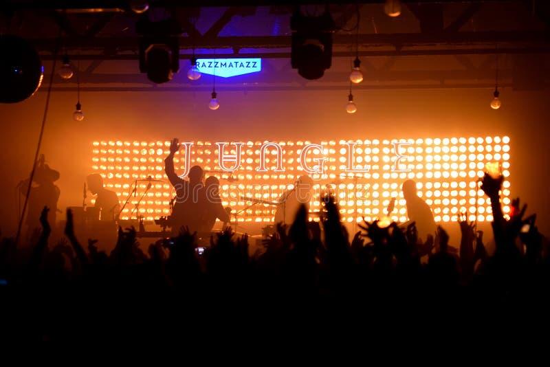 Dżungli duszy boj indie zespół wykonuje w koncercie przy Razzmatazz klubem obrazy royalty free