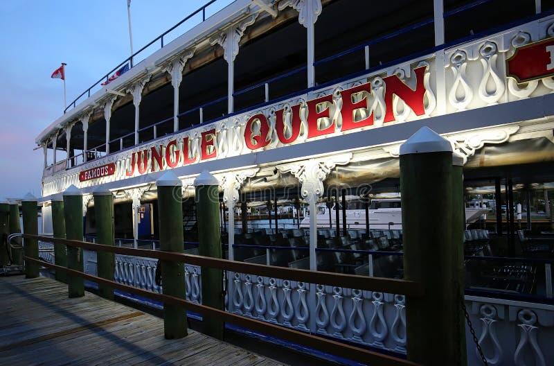 Dżungli królowa, popularna zwiedzającej wycieczki turysycznej łódź zdjęcia royalty free