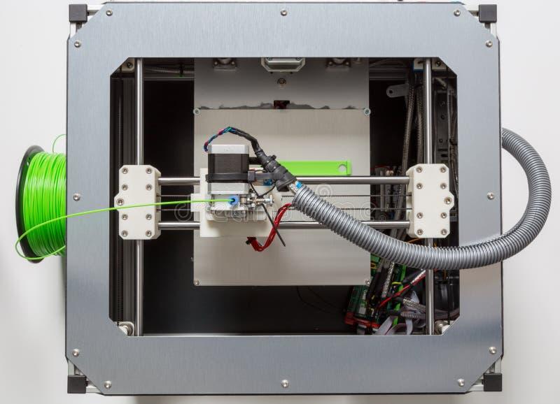 3d与浅绿色的细丝的打印 免版税库存照片