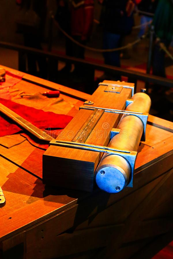 3D回旋齿轮剑和3D移动设备 图库摄影