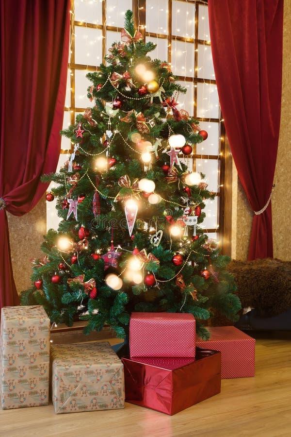 3d圣诞节装饰例证结构树 免版税库存图片