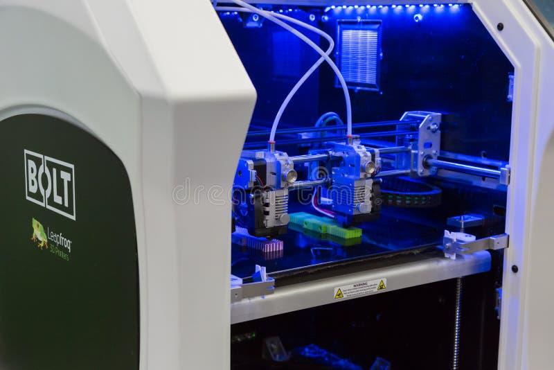 3d在技术插孔的打印机在米兰,意大利 库存图片