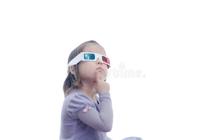 3D彩色立体图戏院玻璃的想法的想法小女婴与极化的立体声图象系统的 3D风镜机智 免版税库存照片