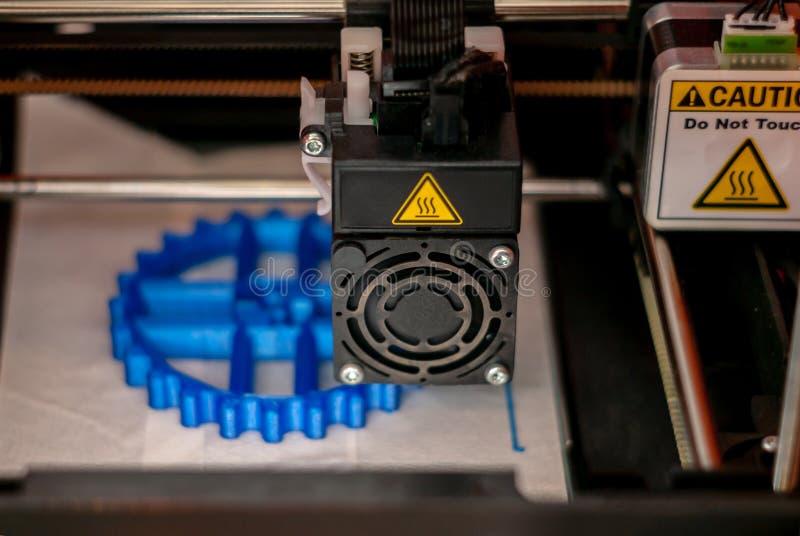 3D打印机打印头,当打印细节特写镜头时 库存图片