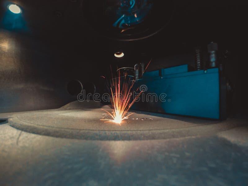 3D打印机打印金属 激光金属的焊接机器 免版税库存照片