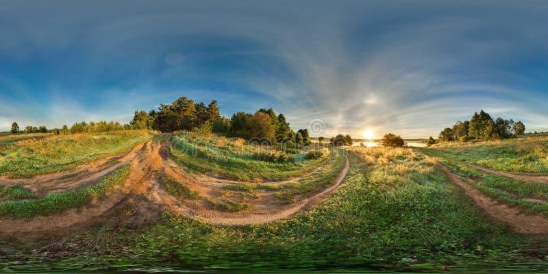 3D有360视角的球状全景 为虚拟现实或VR准备 altai域俄国日出 在领域的路 免版税图库摄影