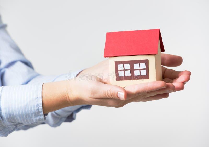 3d概念房子例证销售额 免版税库存图片