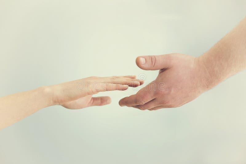 3d概念hdri闪电翻译技术支持 到达往彼此的两只手 同情, 图库摄影