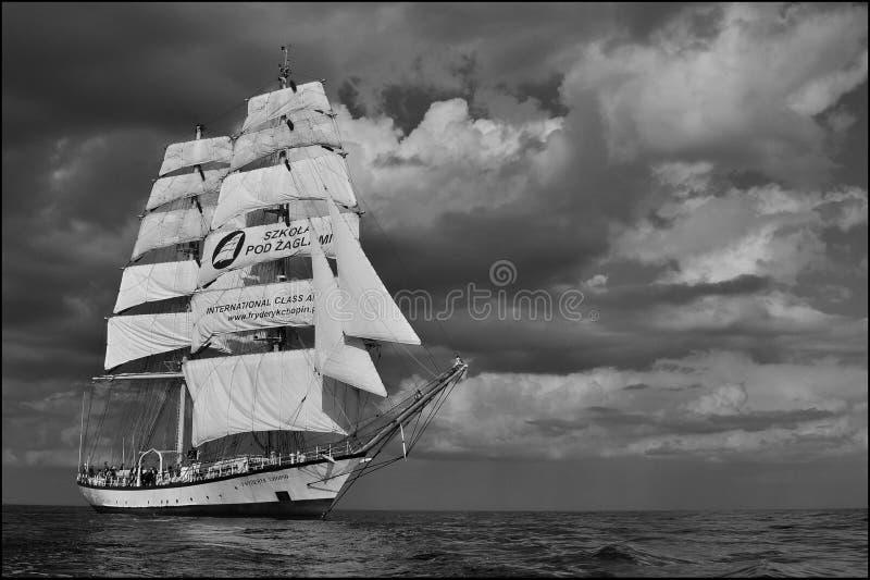 3d横向帆船日落 免版税库存照片