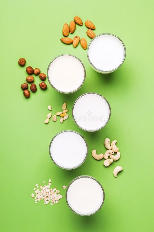 D'écrous lait de journal intime non pour la nutrition saine et diététique Produit sans lactose naturel image libre de droits