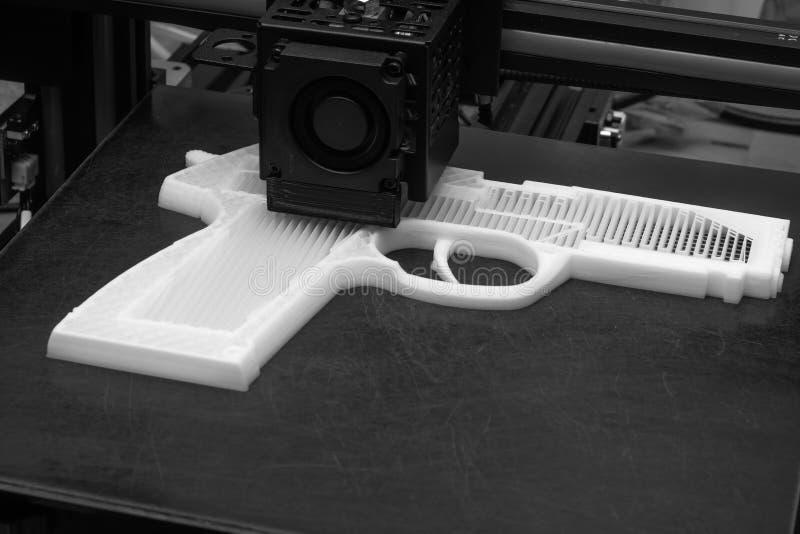 3D печатное оружие, используемое при попытке убийства черно-белых стоковые изображения rf