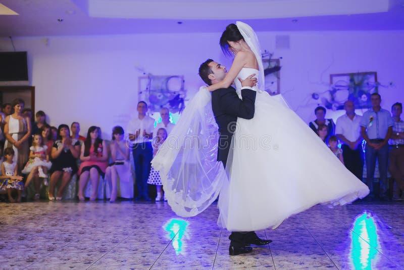D'abord couples de danse photos stock