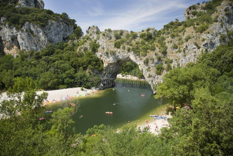 D'Arc de Vallon Pont, un puente natural en el Ardeche Francia fotos de archivo libres de regalías